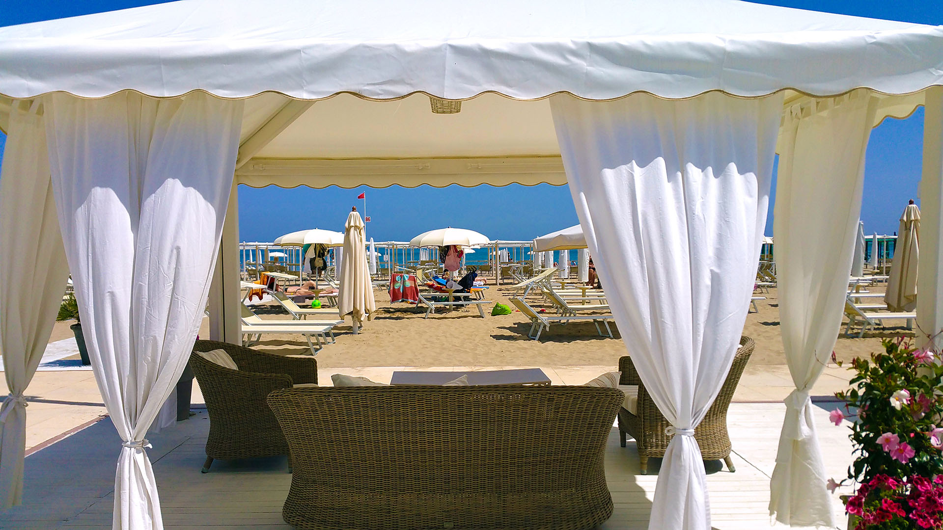 spiaggia_estate_gazebo_hd